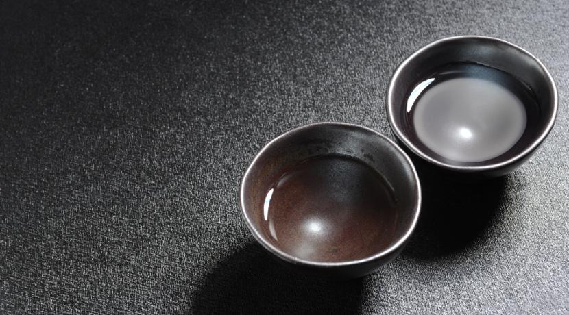 テーブルの上で熱燗ができる、家庭用の酒燗器。