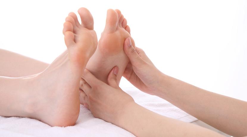 履くだけで足裏を刺激、血行が良くなるサンダル。