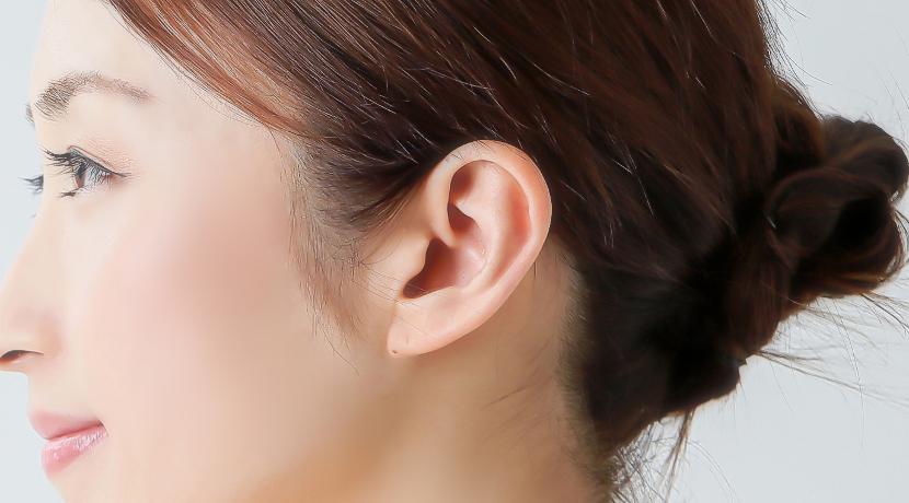 イヤホンの耳への負担を軽減!耳に挟むタイプのイヤホン。