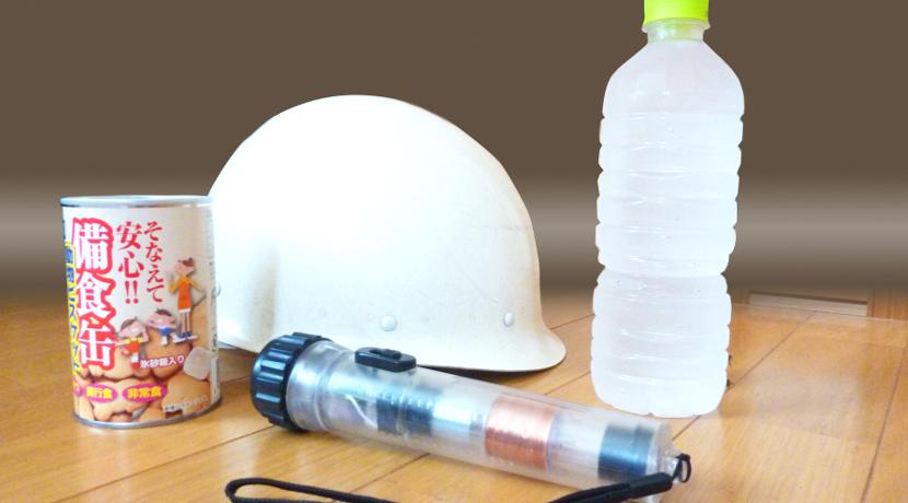 防災用のラジオ、電気や電池がなくても手回しで蓄電、スマホの充電もできます。