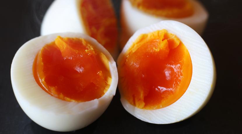 ゆで玉子の殻を綺麗にむくための便利なピーラー、スウェーデン生まれのエッグピーラー。
