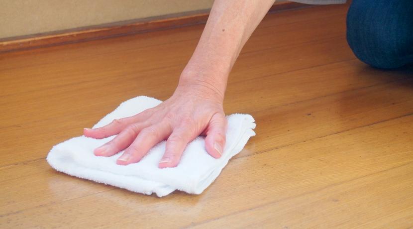 雑巾がけが立ったままできる、雑巾がけ用のフローリングワイパー。