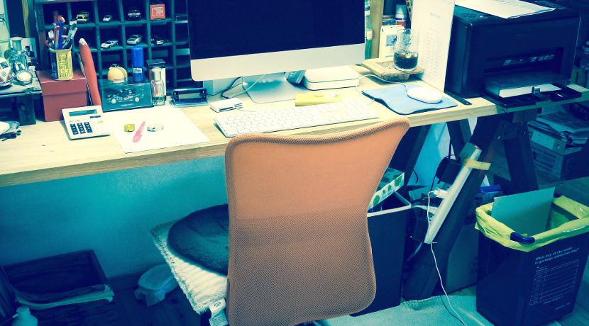 机の下の暖房におすすめ、厚み1cmの薄型パネルヒーター、形も変えられます。