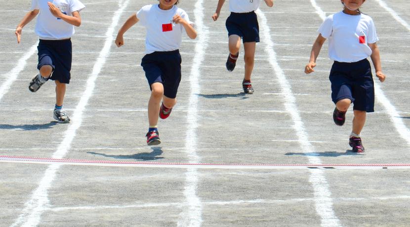 子どもの足を速くするための練習グッズ、腕が振れるようになります。