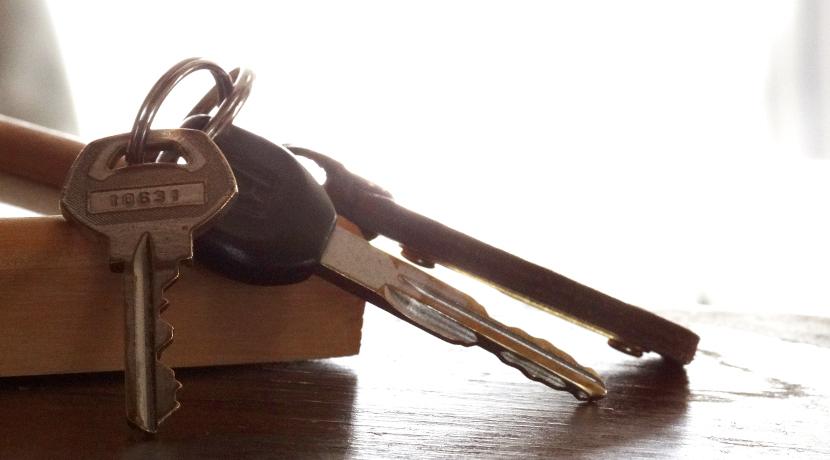 キーホルダー型のお出かけチェックリスト、外出先で鍵のかけ忘れなどの不安がなくなります。