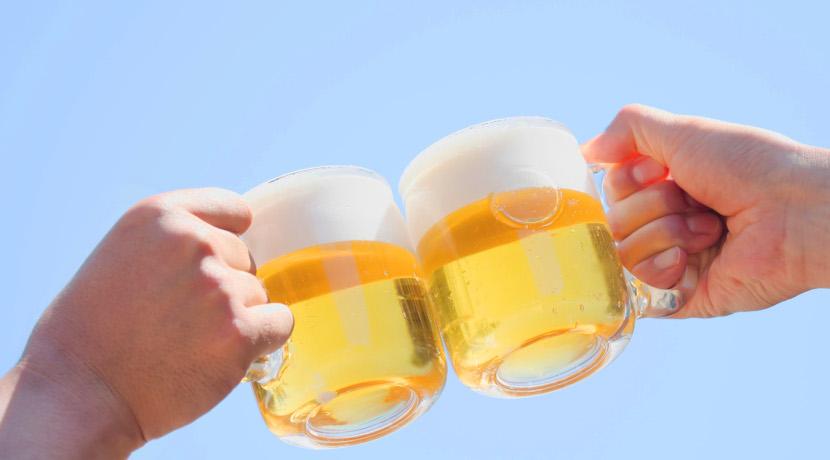 炭酸水が入れられる水筒、炭酸水用の水筒としてビールやコーラが持ち運べます。